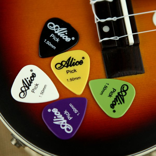 100pcs Electric Guitar Picks Plectrums(Assorted thickness&colors)