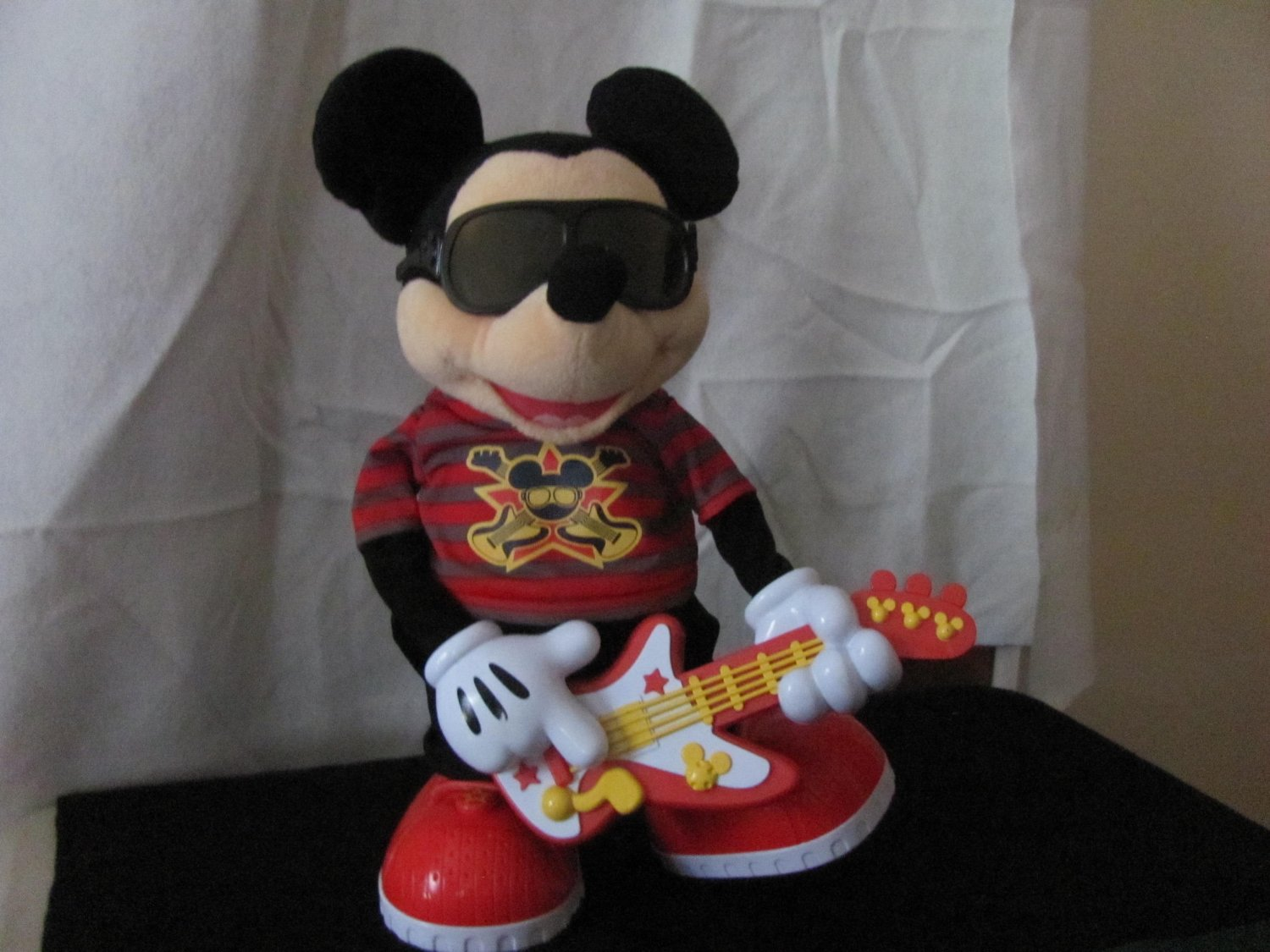 Fisher-Price Disney's Rock Star Mickey Mouse