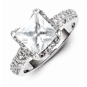 BEAUTIFUL STERLING SILVER SQUARE STONE PRINCESS CUT CZ RING - SIZE 6