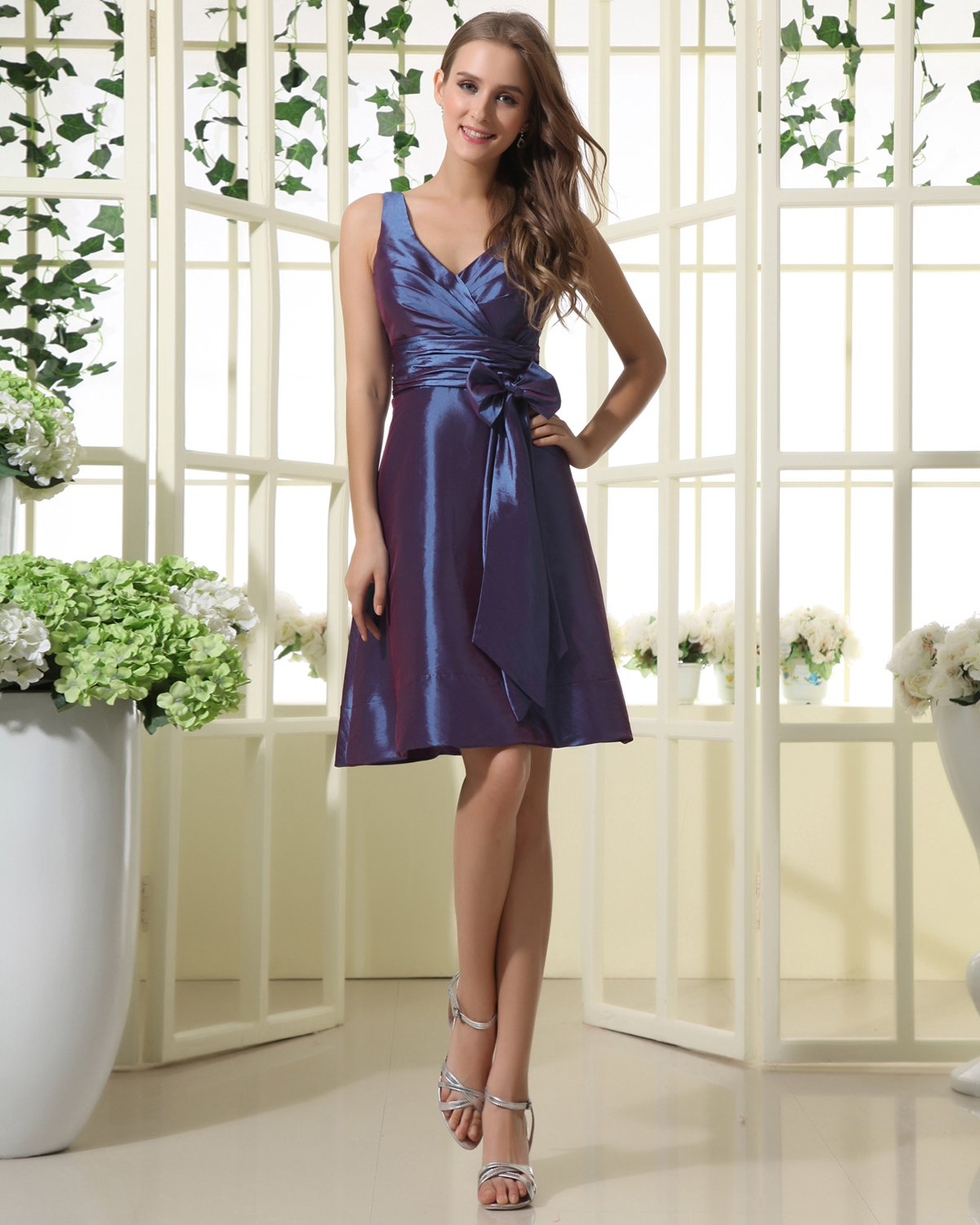 V-Neck Taffeta Bowknot Knee-Length Wedding Bridesmaid Dress