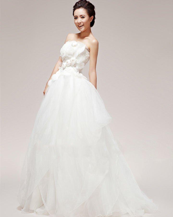 Pretty Applique Beading Strapless Satin Ball Gown Wedding Dress