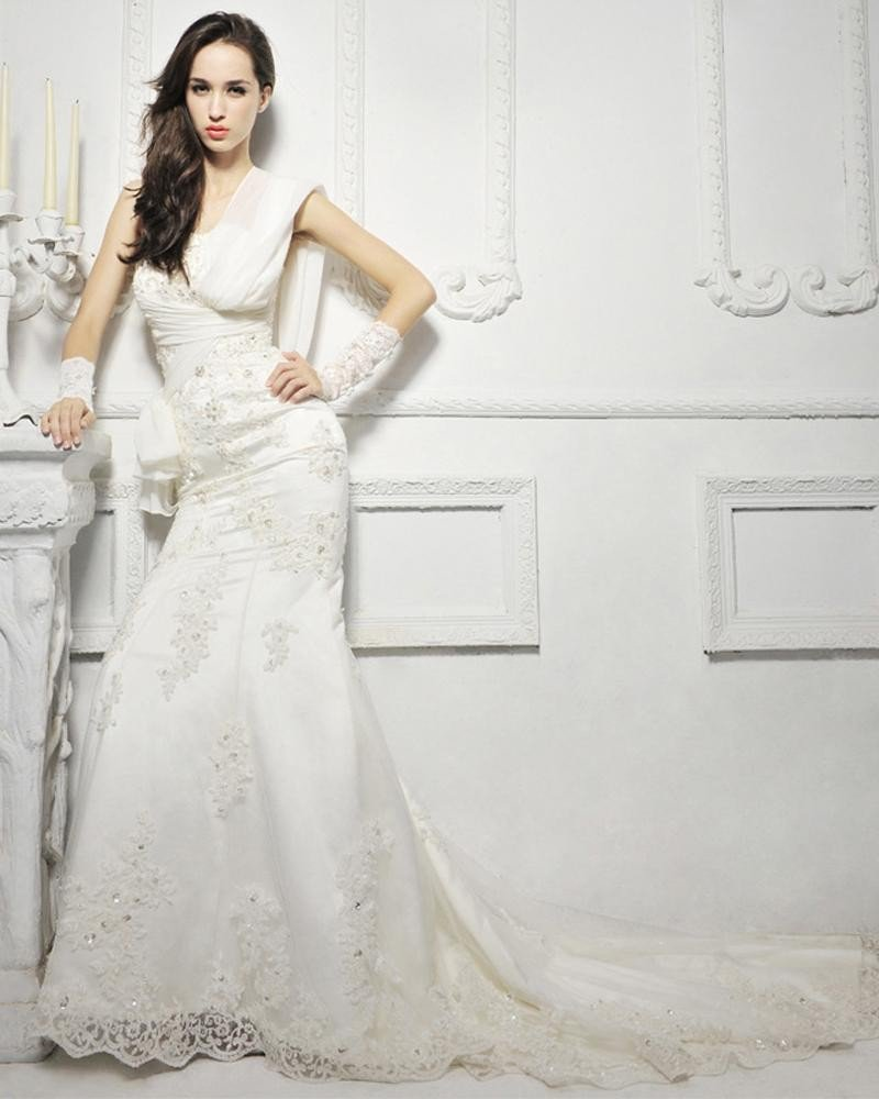 Elegant lace trailing fishtail bridal wedding dress