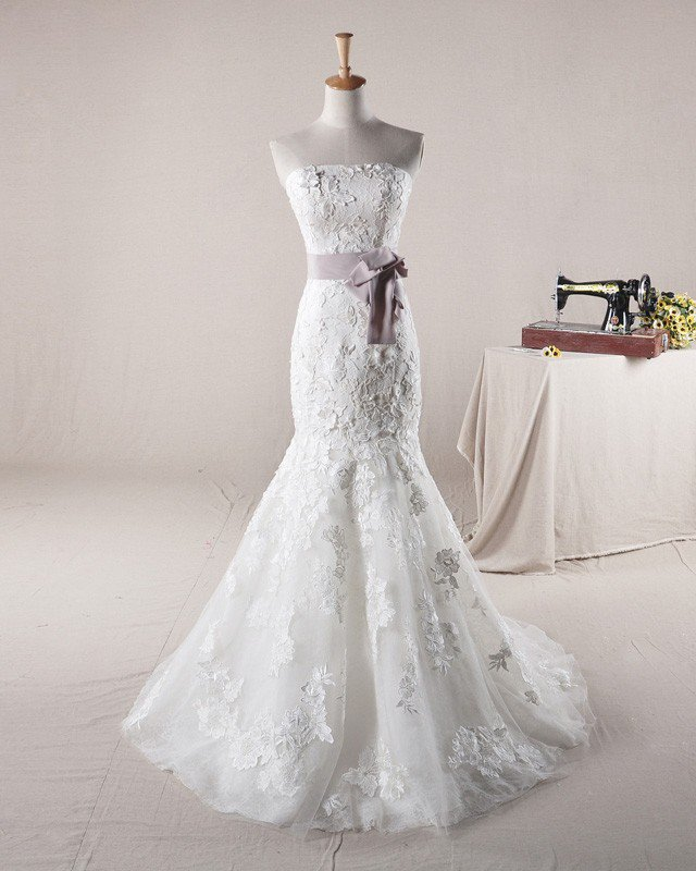 Graceful Beading Applique Belt Design Strapless Tulle Mermaid Wedding Dress