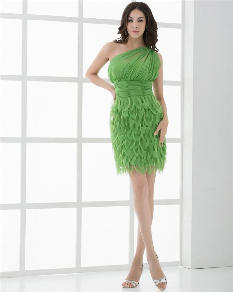 Fashion Chiffon Pleated Sloping Thigh Length Graduation Dress