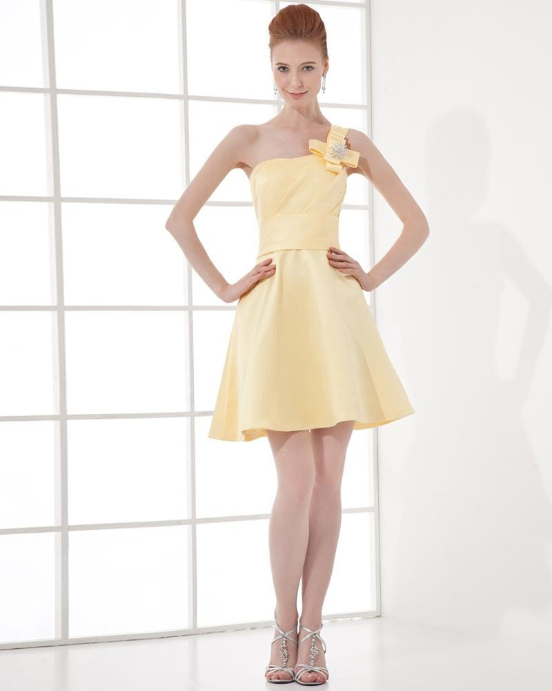 Fashion Satin Pleated One Shoulder Thigh Length Graduation Dress