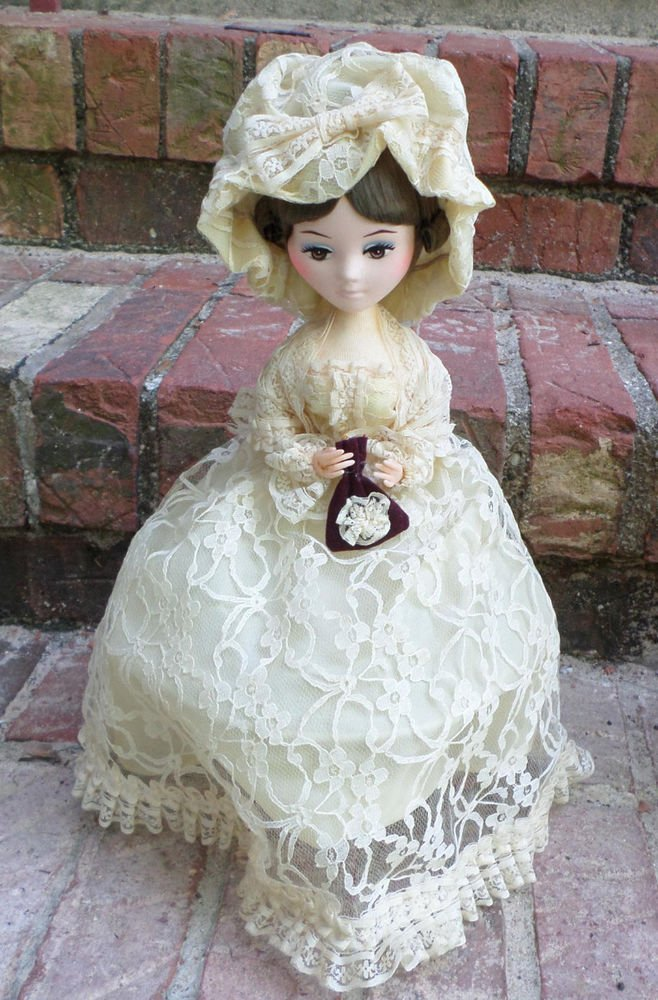 VINTAGE BRADLEY DOLLY MADISON DOLL WHITE LACE DRESS