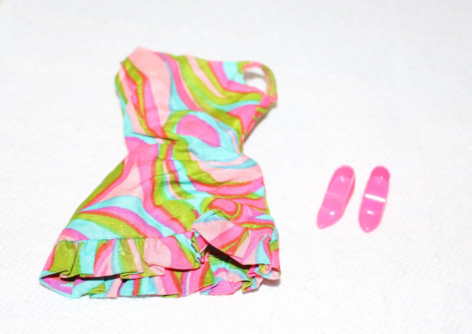 Barbie Swirly Que 1822 Print Dress & Hot Pink CT Shoes