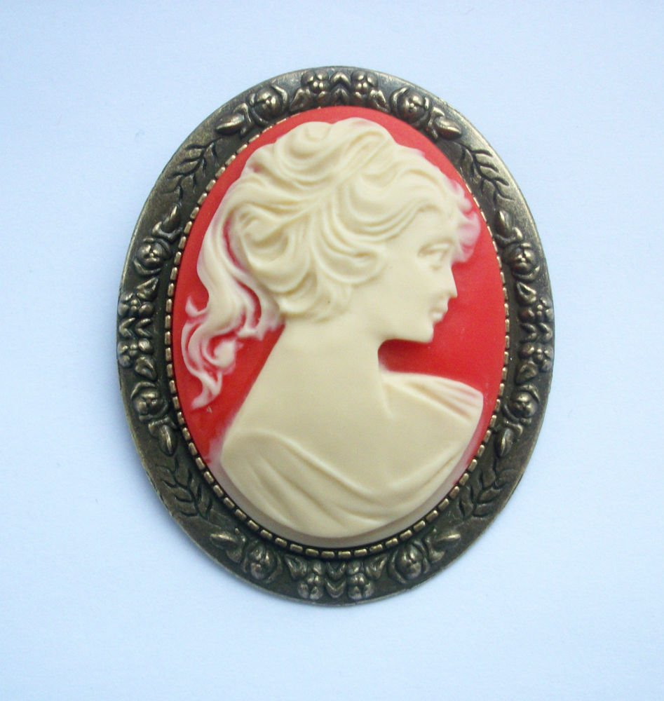 Vintage Lady Cameo Brooch Antiqued Bronze Tone Setting
