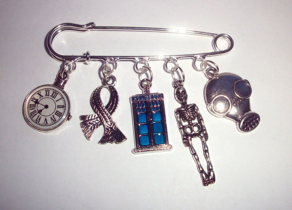 Dr Who Tardis Kilt Pin Brooch