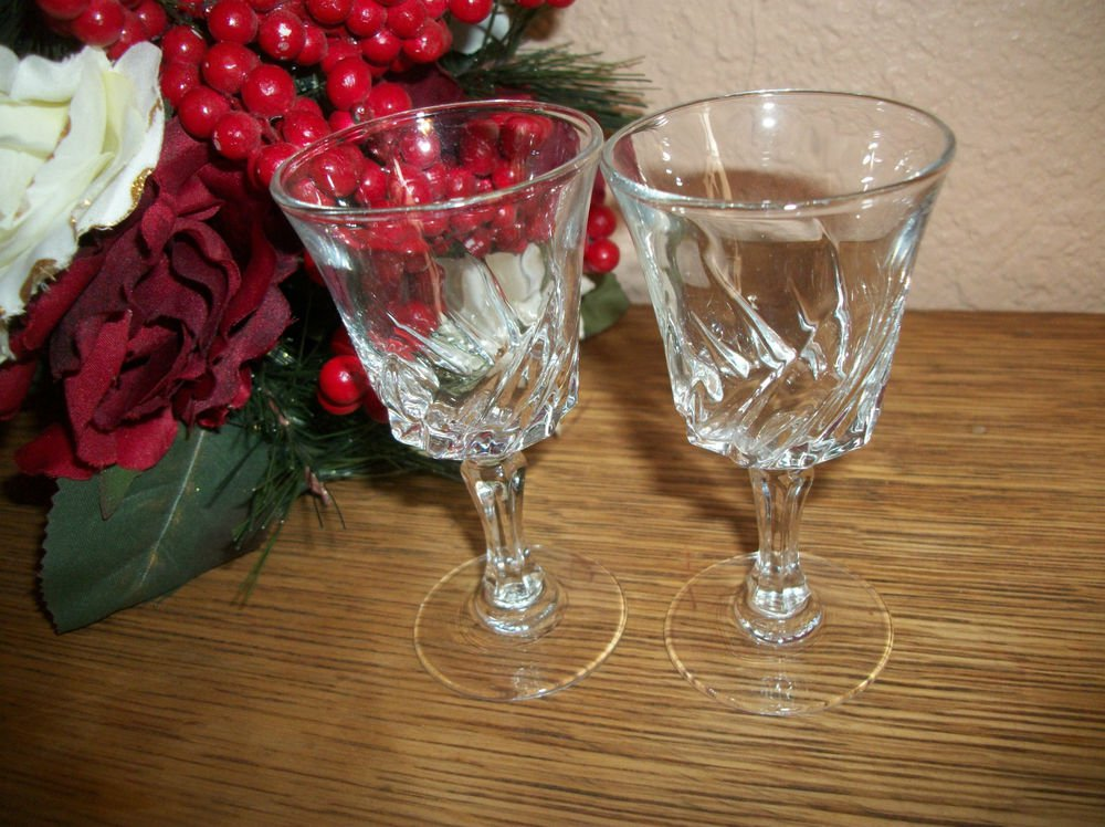 Wine Glasses Two VTG 1950s Cocktail Liquoir Aperitif Cordial Pedestal Stemware