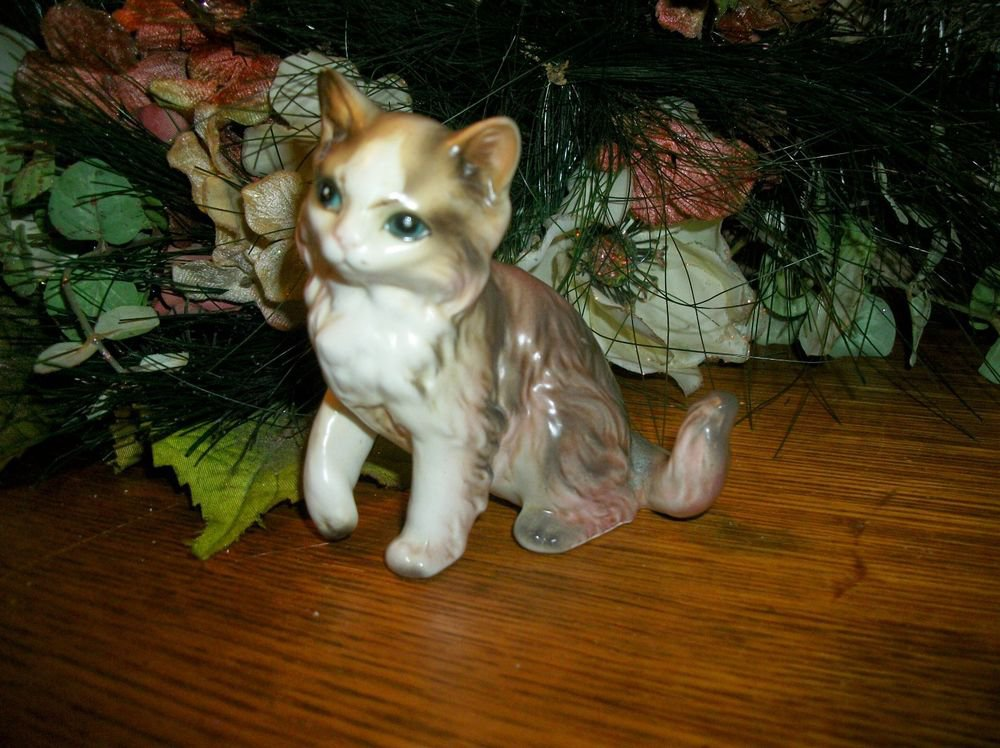 Cat Kitten Brown White Porcelain Figurine VTG 1960s Lefton Collectible H168
