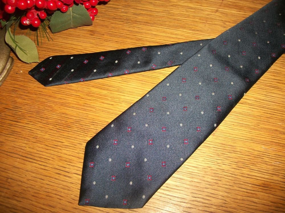 Wembly Tie Blue White Red Dots Poly Blend Necktie Mens VTG Fashion Accessory