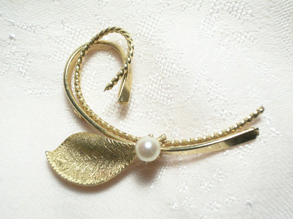 Vintage Gold Tone Metal Swirling Leaf Brooch Pin with Genuine 4mm Cultured Pearl