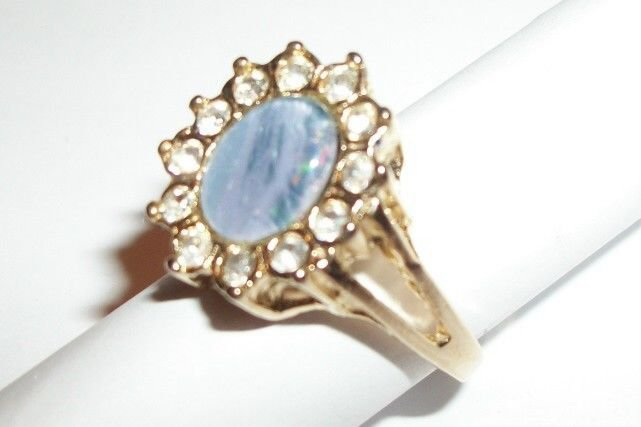 Women's Cocktail Ring Blue Stone Solitaire Rhinestone Accents VTG Jewelry