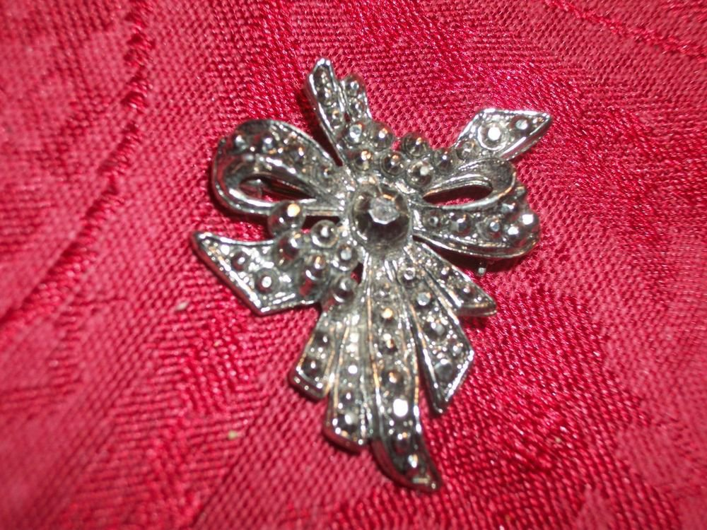 Bow Brooch Shiny Silvertone Studded Metal VTG 1950s Mid Century Fashion Jewelry