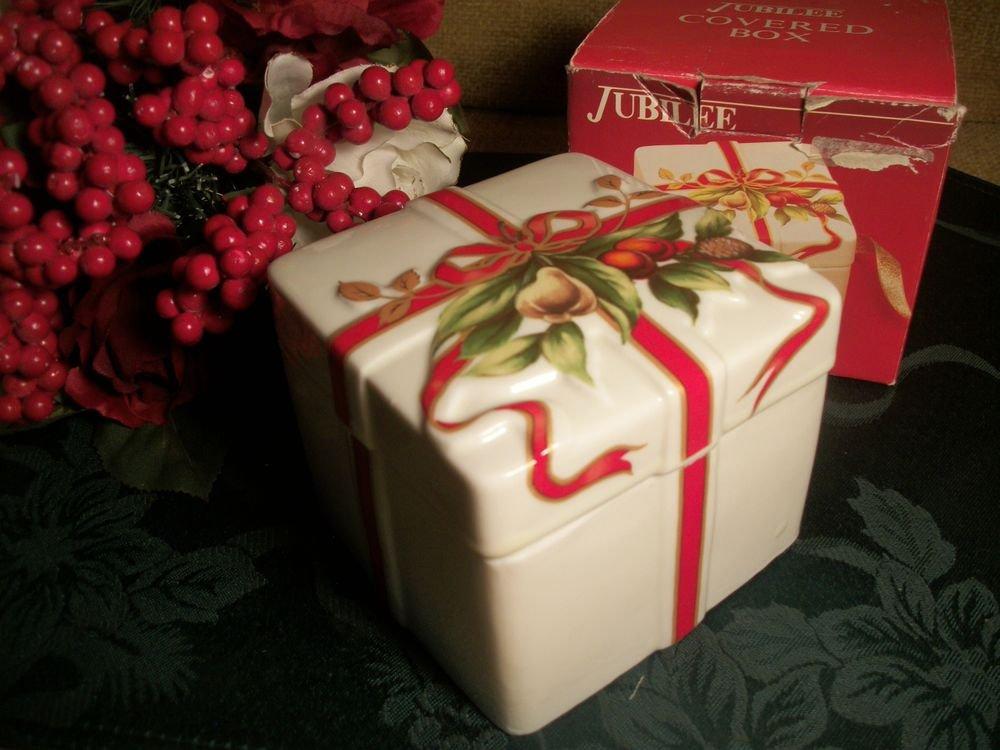 Porcelain Jewelry Trinket Keepsake Box Red Gold Elegant Regal Old World Vintage