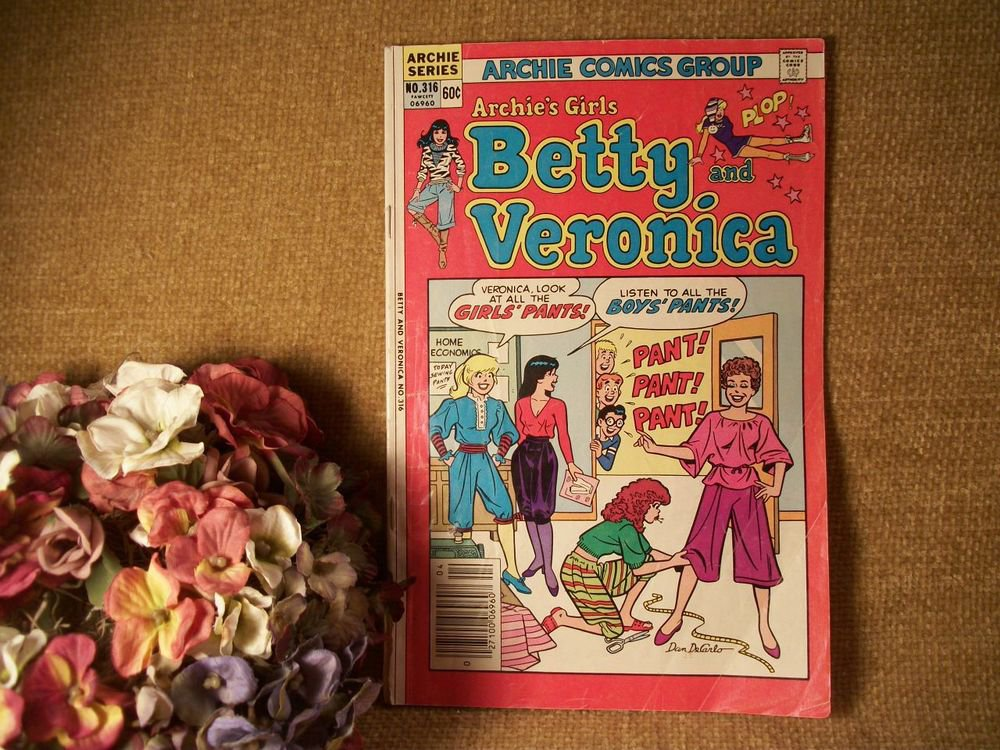 Archie Comics Group Series Archies Girls Betty Veronica VTG Collectible Book