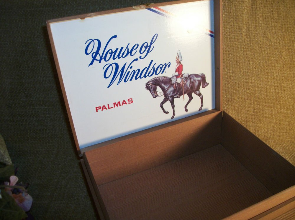 Cigar Box House of Windsor VTG Tobacciana  Wooden Box Palmas Advertising Logo