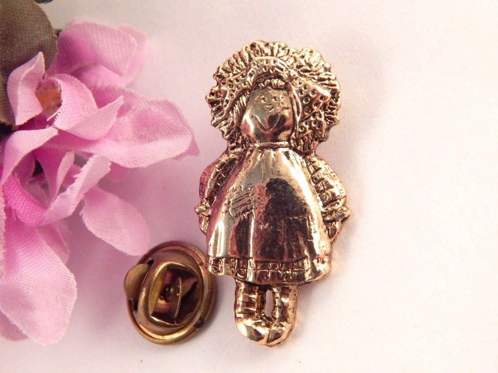 Raggedy Ann Style Doll Lapel Pin Gold Metal Hat Tack Vintage Friendship Jewelry