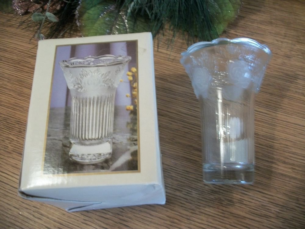 Flower Vase Frosted Crystal Forever Favors Sara Elegant Home Decor NIB Gift