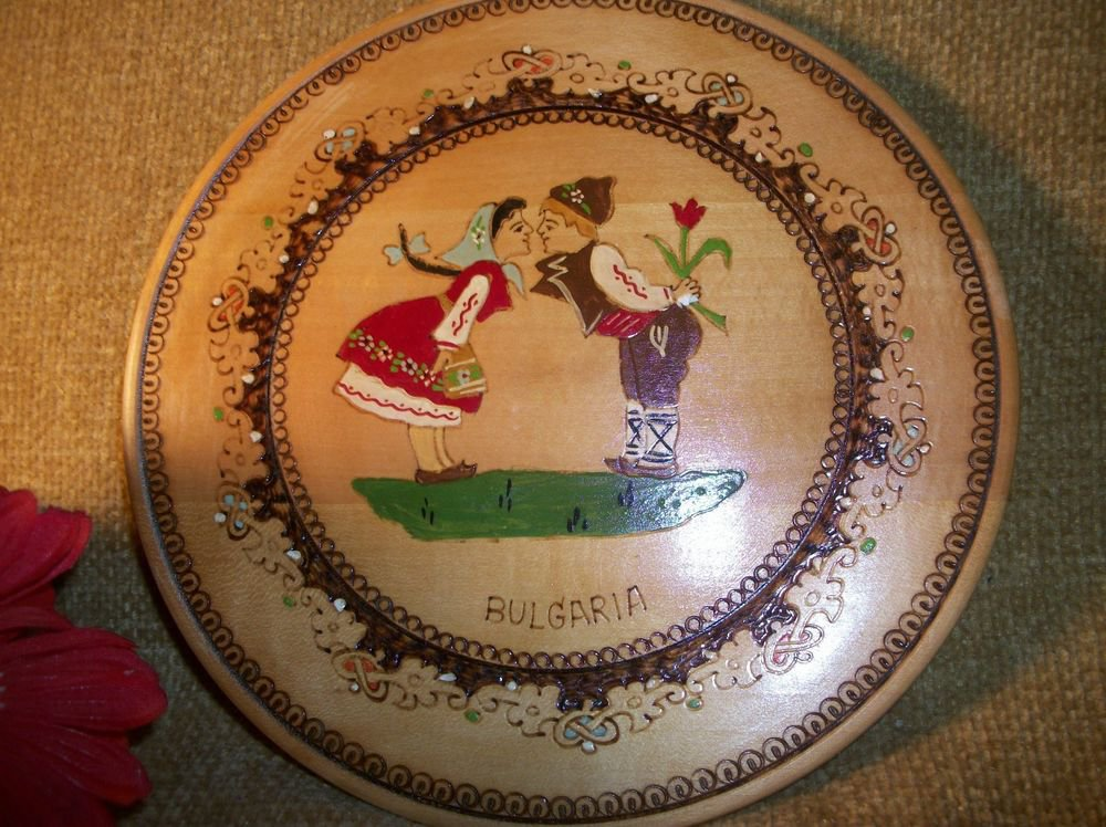 Bulgaria Kissing Couple Wall Decor Pyrography Engraved Turned Plate Hand Painted