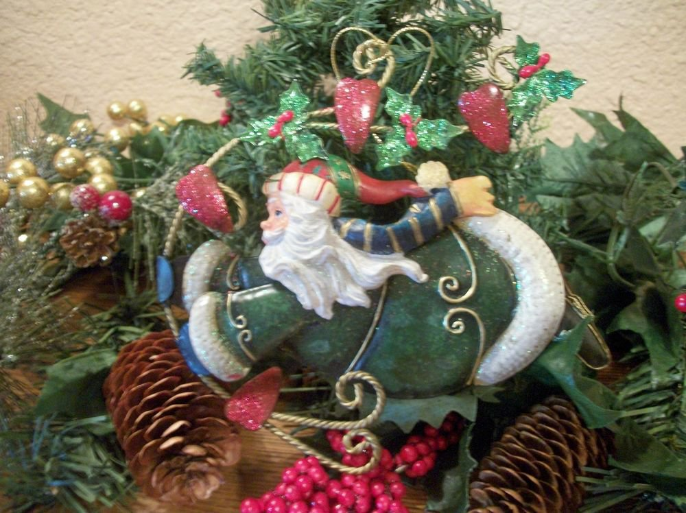 Green Robe Flying Santa Claus Modern Metal Glittery Christmas Tree Ornament