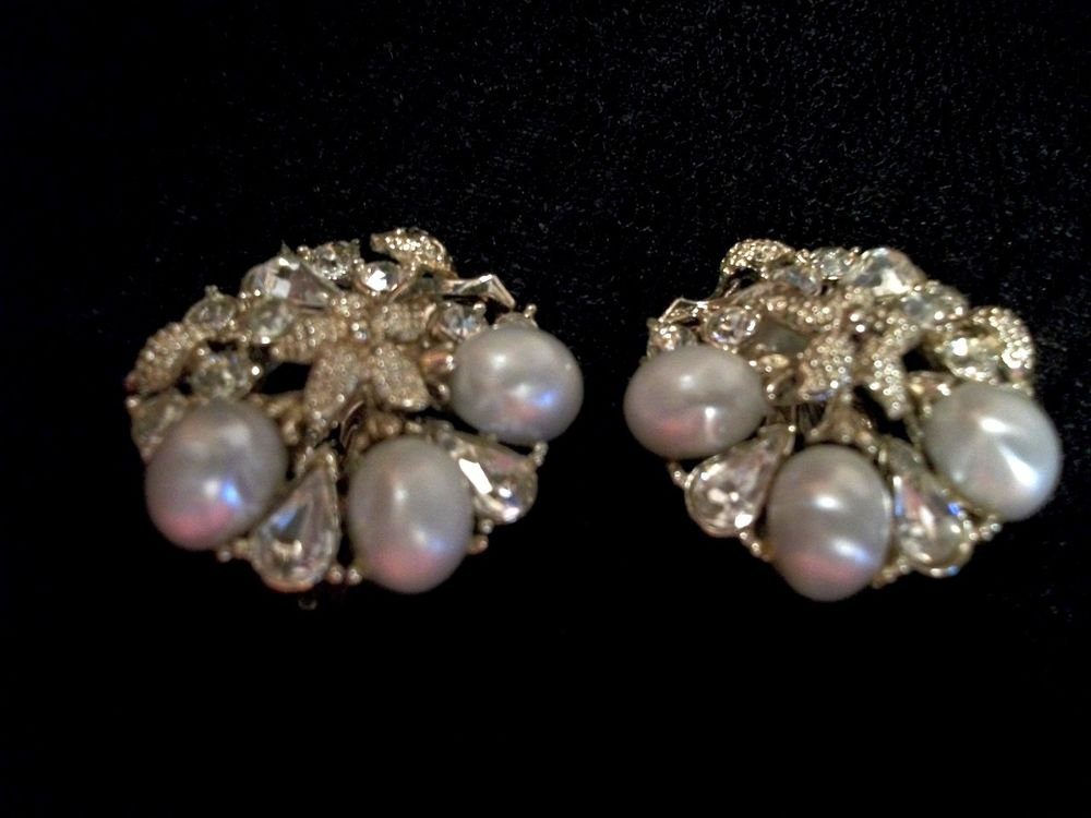 Earrings Rhinestone and Faux Pearls Gold Metal Clip-On Round Cluster VTG Jewelry