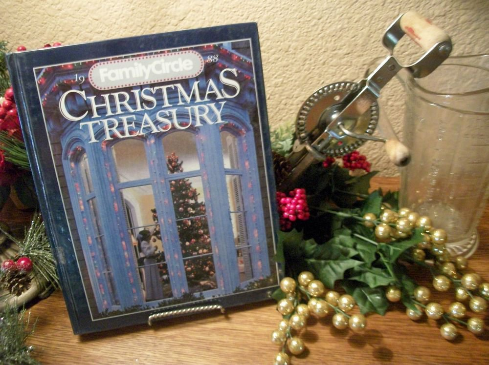Family Circle Christmas Treasury 1988 VTG Cookbook Holiday Decorating Crafts