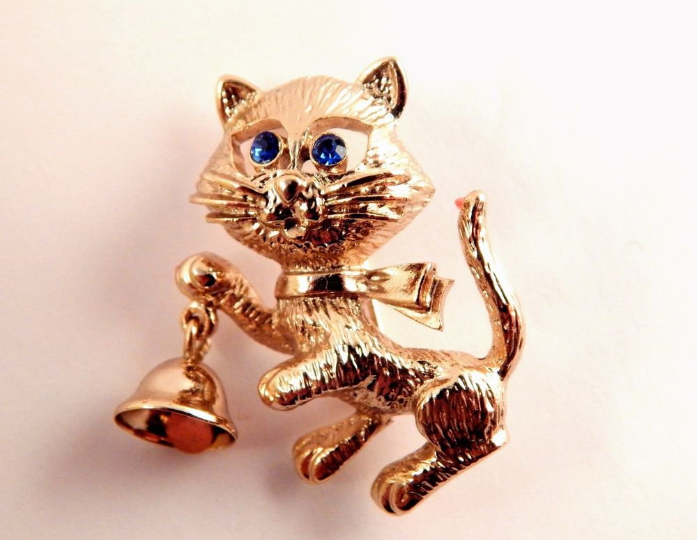 Cat Ringing Bell Brooch Avon Signed VTG Jewelry Gold Metal Blue Eyed Kitten Pin