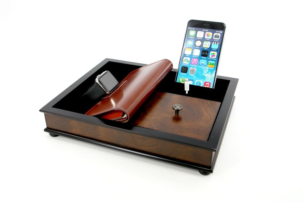 Decorebay Hardwood Multi-Device Valet Charging Station