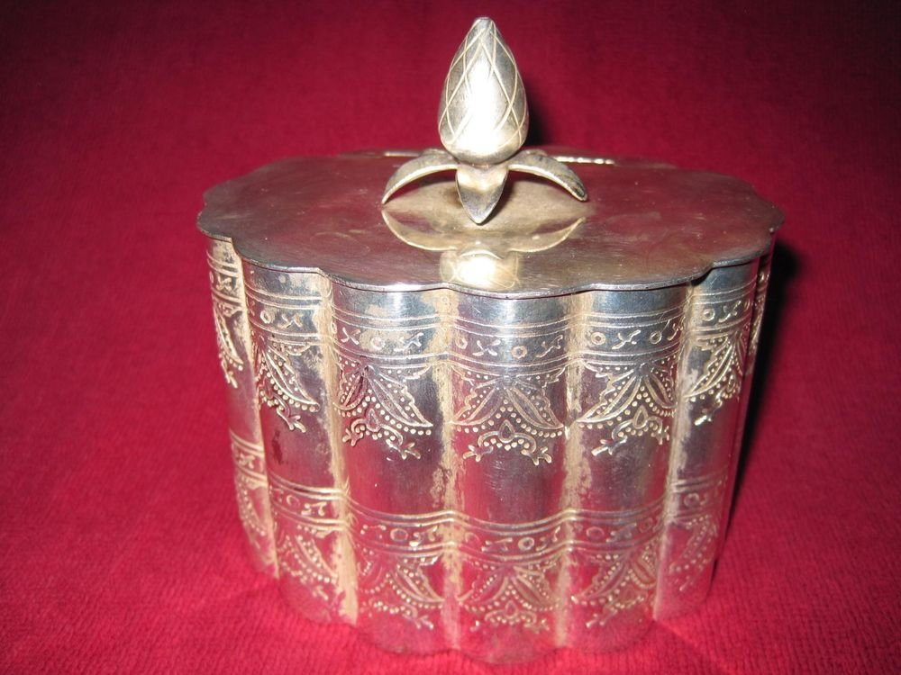 Silver Trinket Box Etched Scalloped Sides Pineapple Finial Hinged Lid Lidded