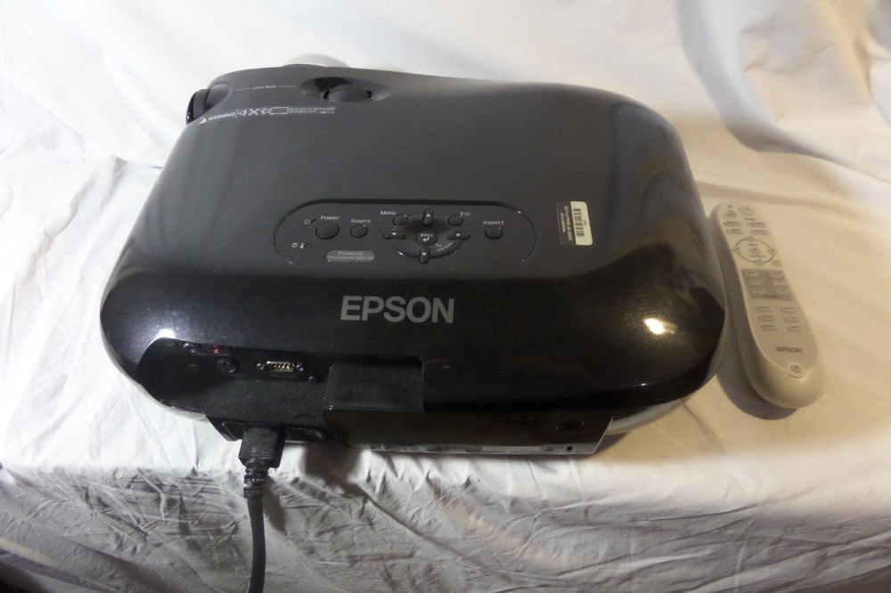 Epson PowerLite Home Cinema 1080 UB Projector H262A Lamp Hours 1043