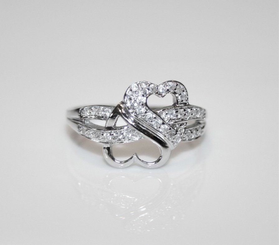 PRETTY STERLING SILVER PAVE SET CZ ENTWINED HEARTS RING (SIZES H - T)