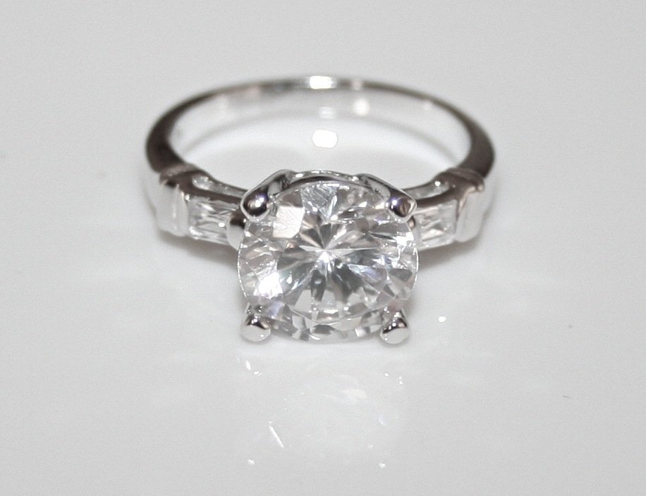 STUNNING STERLING SILVER 8MM 2CT ROUND CUT CZ SOLITAIRE RING