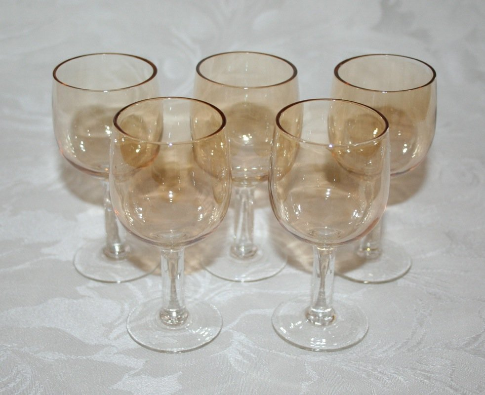 VINTAGE SET OF FIVE 4� PRETTY CHAMPAGNE COLOURED LIQUER GLASSES