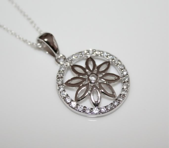 GORGEOUS STERLING SILVER CZ FLOWER PENDANT & CHAIN