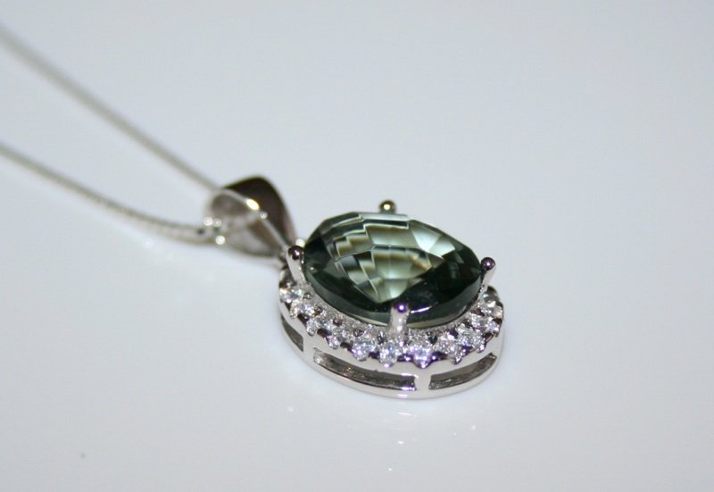 PRETTY STERLING SILVER 5CT  OVAL CUT FACETED CZ TOURMALINE PENDANT & CHAIN