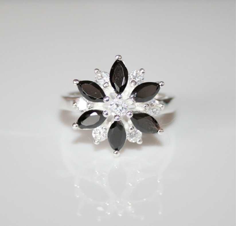 STUNNING STERLING SILVER MARQUISE CUT CZ FLOWER RING SIZE L