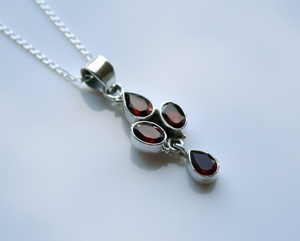 HANDCRAFTED STERLING SILVER  FACETED GARNET GEMSTONE PENDANT & CHAIN