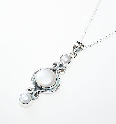 HANDCRAFTED STERLING SILVER FRESHWATER PEARL PENDANT & CHAIN
