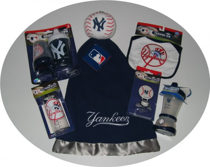 New York Yankees 6pc. Baby Gift Assortment SnuggleBall Blanket Bib