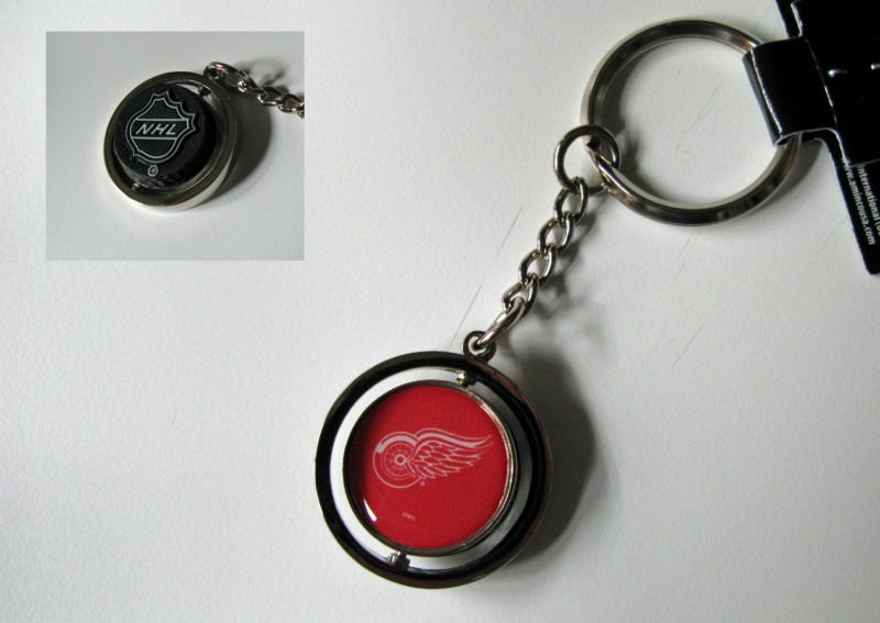 Detroit Red Wings Rubber Puck Spinner Keychain Key Ring