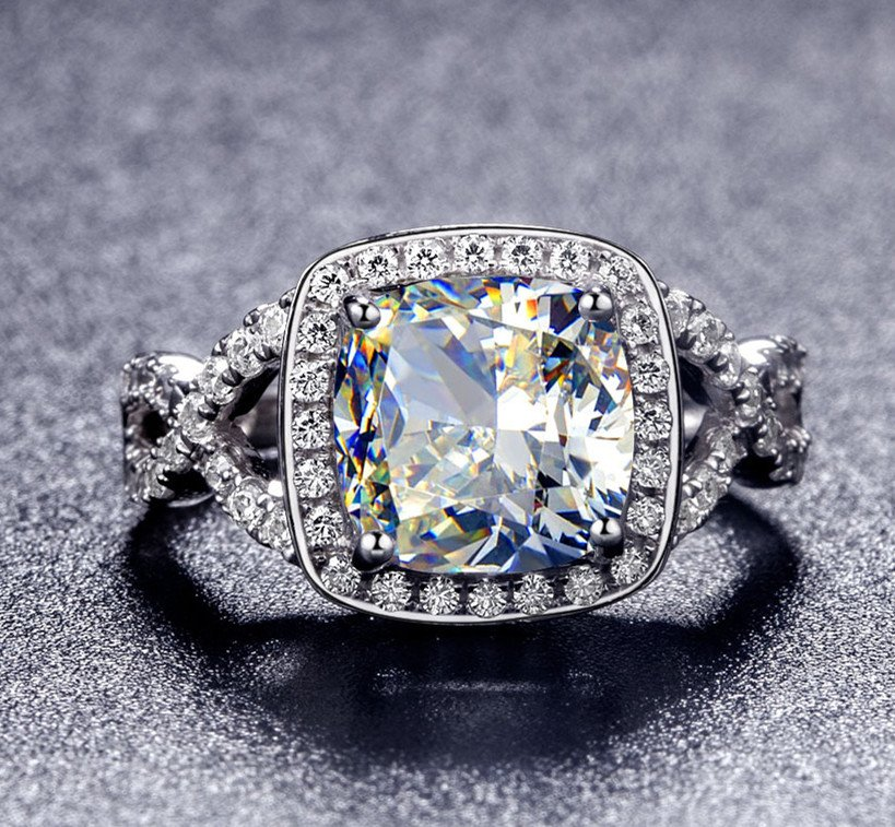 Vintage Style 3 ct Diamond Engagment Ring Platinum Plated Cushion Cut VVS1