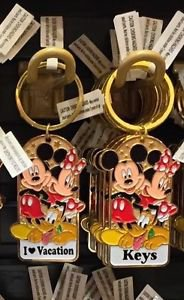 Disney Parks Mickey Minnie Pluto Keychain I Love Vacation / Keys New With Tags