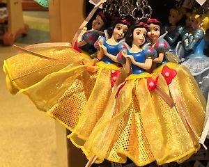 Disney Parks Snow White Figurine Keyring Keychain New