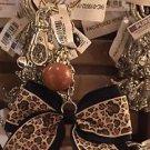 Disney Parks Minnie Mouse Bow Leopard Print Bow Keyring Keychain New