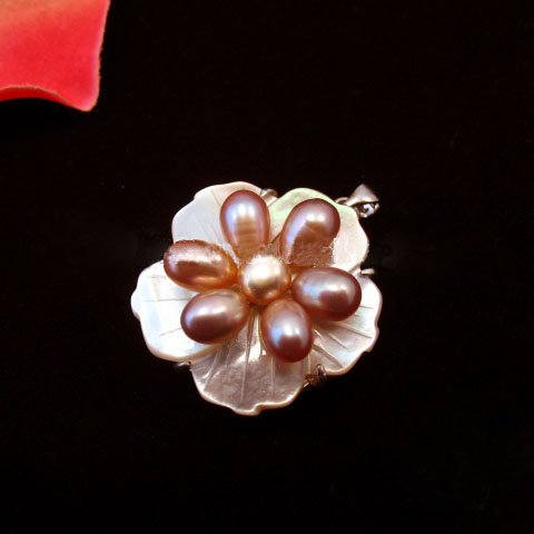 PBK-1003   Pearls and Shell Flower-Design  Pendant
