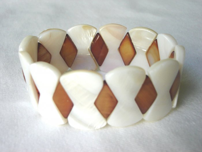 BHX-6026    Natural Shell Bracelet