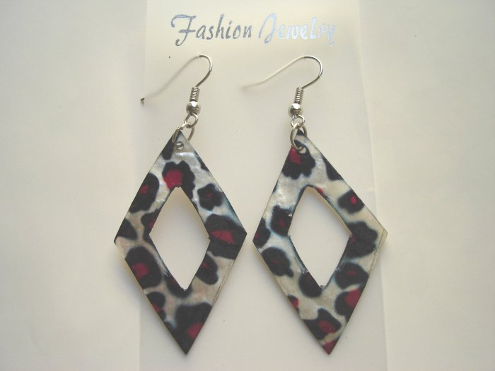 ECL-6007      Natural Shell Earrings