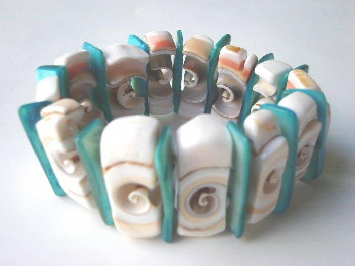 BCQ-9001    Natural Shell Bracelet